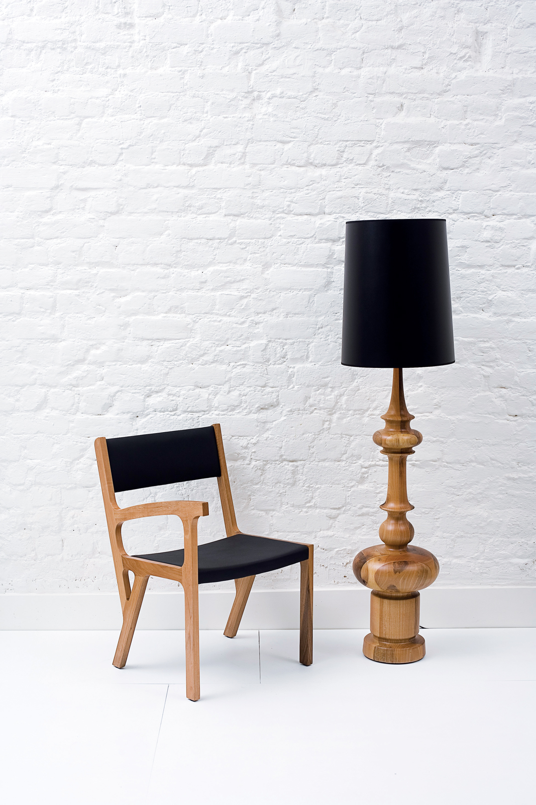 autoban-king-lamp-and-one-armed-chair