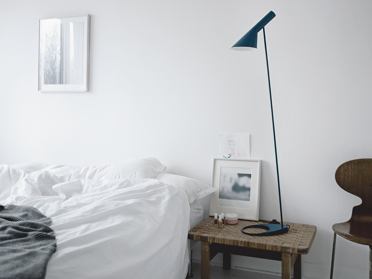 AJ-floor-lamp-in-petroleum