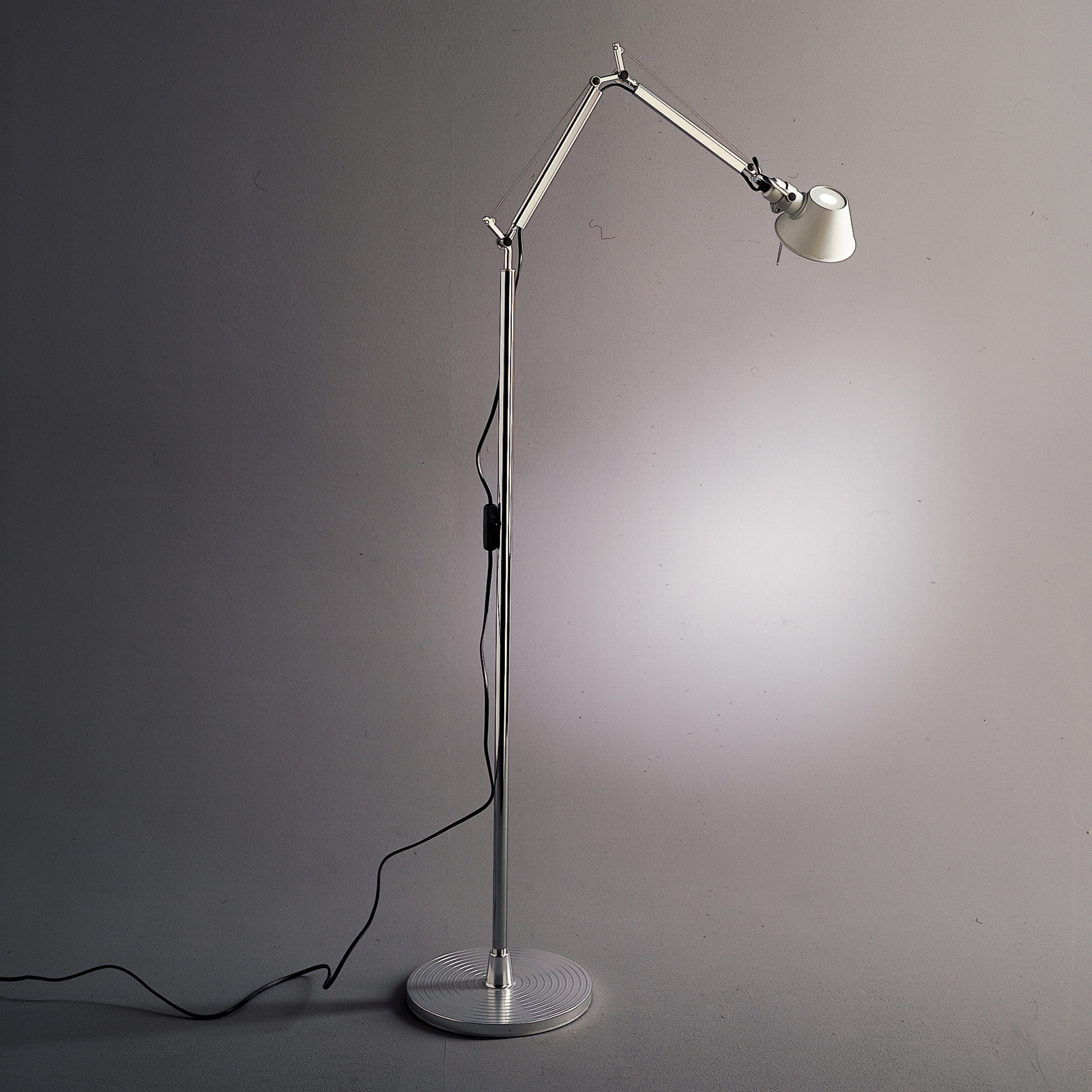Artemide-Tolomeo-Micro-Floor-Lamp_color-temperature-3000K_LED-version-is-tested-in-accordance-with-IES-LM-79-08_Metal_